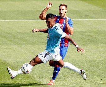 El peruano Renato Tapia jugó los 90 minutos en el empate del Celta en Eibar
