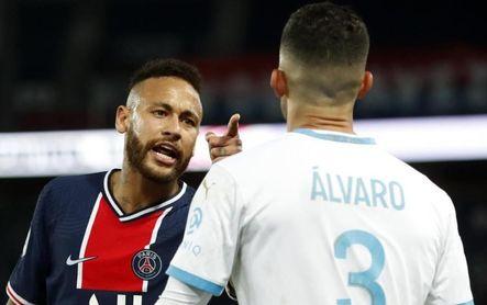 Neymar pega, escupe y se reitera en las redes