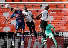1-1. El Huesca merece más en Mestalla ante un Valencia mediocre