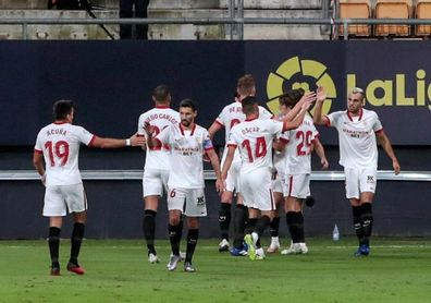 1-3. El Sevilla vence al Cádiz en un final trepidante