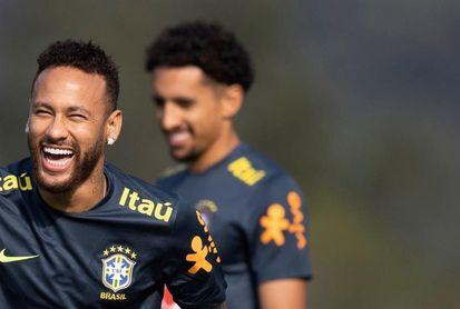 Brasil puede alinear frente a Perú al tridente con Neymar, Éverton y Firmino