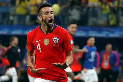 Mauricio Isla se recupera para enfrentar a Colombia pero Chile suma dos bajas