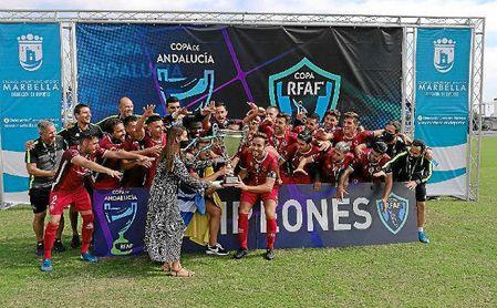 El Rincón alzó la Copa de Andalucía este domingo.