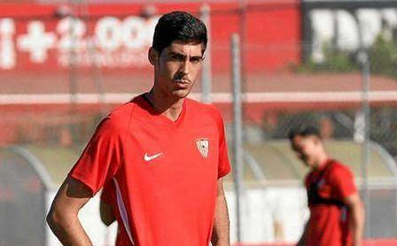 Carlos Fernández parte como tercer delantero del Sevilla FC 20/21.