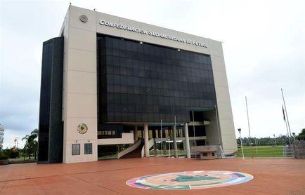 La Conmebol recupera 37 millones de dólares de cuentas de Leoz y Deluca en Suiza