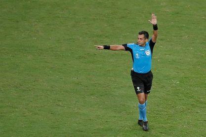 Reúnen 225.000 firmas en 12 horas contra el árbitro chileno del Perú-Brasil