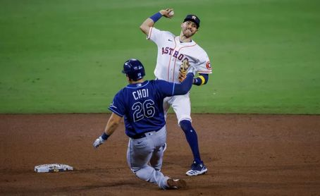 4-3. Altuve y Springer inyectan vida a los Astros, que vencen a los Rays