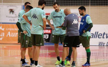 El Betis Futsal, ejercitándose este viernes en el feudo maño.