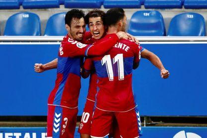 0-2. El Elche suma un triunfo de oro ante un Alavés negado ante el gol