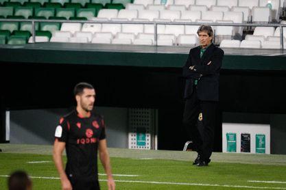 Pellegrini 'pasa' de árbitros y asume la derrota.
