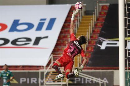 3-2. El León vence al América y se confirma como líder del fútbol en México
