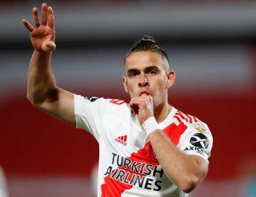 3-0. River vapulea a Liga con goles colombianos y toma el liderato del Grupo D