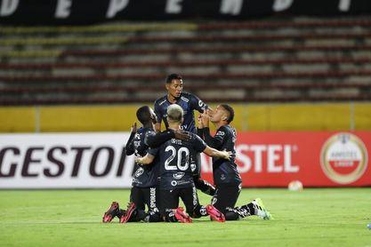 2-0. Independiente del Valle sella su paso a octavos y entierra al Barcelona