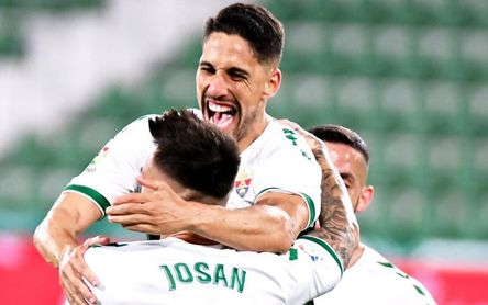 Elche 2-1 Valencia: La avalancha che final no bastó