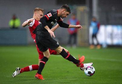 Lucas Alario guía al Bayer Leverkusen en Friburgo