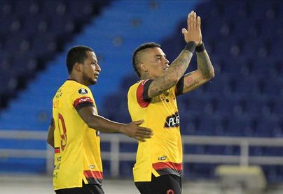 Barcelona cede empate ante Liga, pero sigue de líder en Ecuador