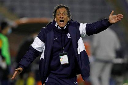 El chileno Salas deja de ser entrenador del Alianza Lima en medio de la crisis