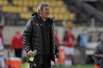Peñarol sigue en caída y se aleja del liderato en el Intermedio