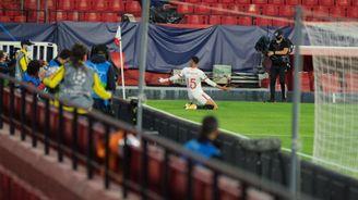 En-Nesyri celebra su segundo gol, el del triunfo en Champions ante el Krasnodar.