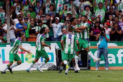 El Antigua desaprovecha los goles del argentino Aguilar y del tico Martínez