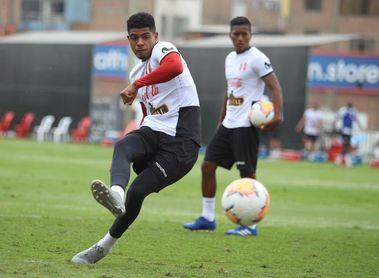Gianluca Lapadula se entrena con la selección de Perú, que ya está completa