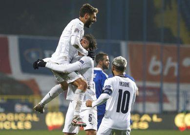 0-2. Italia vuela a la fase final