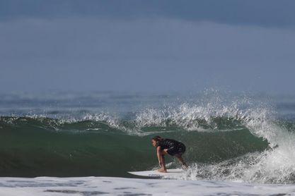 Dos campeonas de surf buscan la ola perfecta en Panamá camino a Tokio 2020