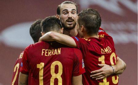 El Nápoles insiste en la renovación de Fabián, con el Betis 'al acecho'.