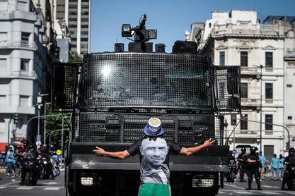 La polémica acompaña a Maradona hasta el final