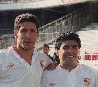 Simeone y Maradona, durante su época en el Sevilla FC.