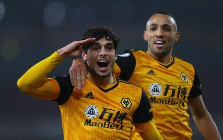 El Wolves vence al Arsenal con la mente puesta en Raúl Jiménez