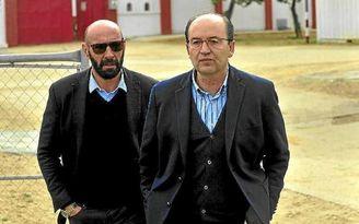 El presidente del Sevilla F.C., José Castro, y Monchi, director deportivo.
