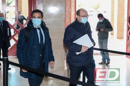 Imagen de la llegada a FIBES de José Catro y Del Nido Carrasco.