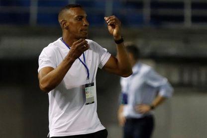 Junior ratifica a Amaranto Perea como técnico tras la eliminación ante Coquimbo