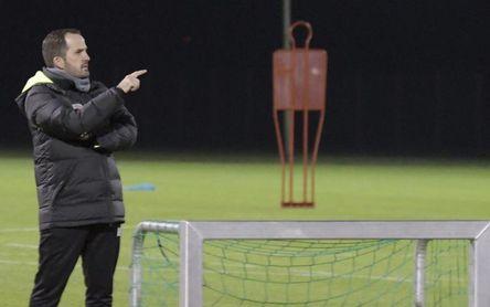 Schalke confirma el cese del técnico Baum y puesto interino para Stevens