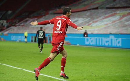 Lewandowski hace líder al Bayern con un doblete.