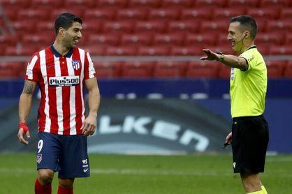 Suárez adelanta al Atlético al descanso (1-0)