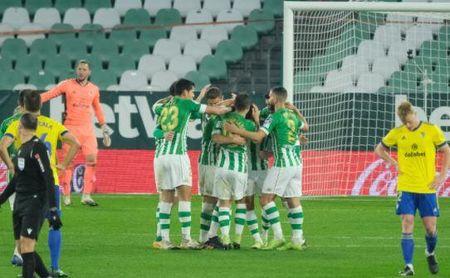 Real Betis 1-0 Cádiz: El gol del 'sancionado' Guido aleja fantasmas