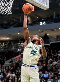 138-99. Middleton, con 31 puntos, lidera exhibición de Bucks ante Warriors.