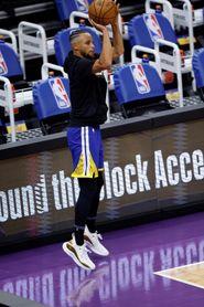 128-129. Damion Lee y Stephen Curry dieron el primer triunfo a los Warriors