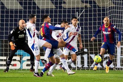1-1. El Barça despide un año para olvidar con su versión menos fiable