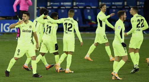 1-2. Suárez salva al líder en el minuto 90