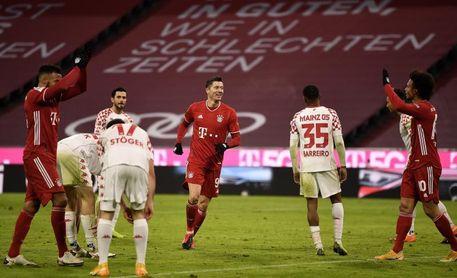 El Bayern remonta y golea (5-2) ante el Maguncia y defiende el liderato