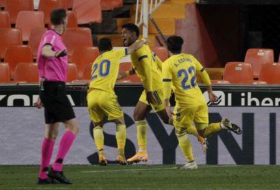 1-1. Maxi salva al Valencia ante el Cádiz de Choco Lozano