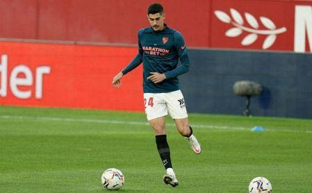 El Sevilla pone en el mercado a Carlos Fernández y estudiará ofertas por él