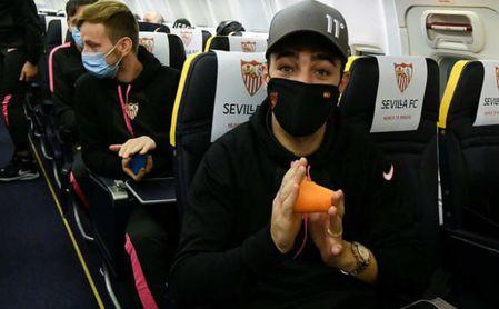 Los jugadores del Sevilla sufrieron una larga espera antes de poder despegar.