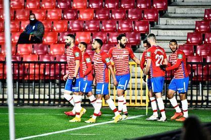 2-0. La estragia lanza a un férreo Granada, que ahonda en la crisis rojilla