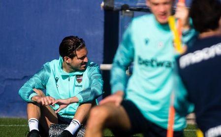 Campaña, anhelo del Sevilla FC, recae de su lesión muscular.