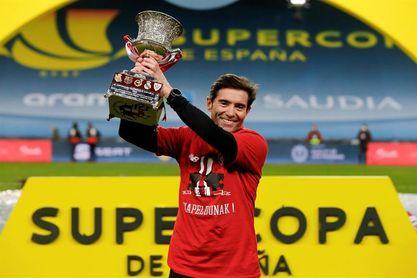Marcelino, emocionado, dedica el título de la Supercopa a su padre