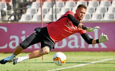 Sevilla FC   Vaclik, como si nada hubiera pasado con Dmitrovic.